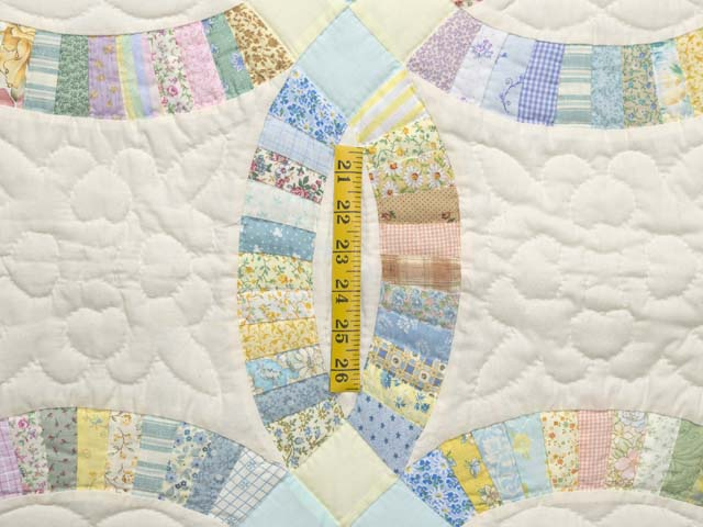 Fine Pastel Double Wedding Ring Crib Quilt Photo 4