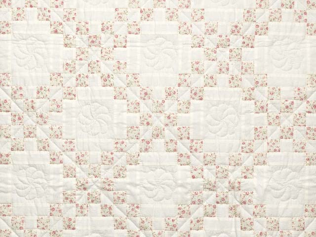 Dusty Rose and Cream Irish Chain Crib Quilt Photo 2