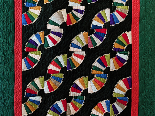 Indiana Amish Old Fashioned Fans Quilt Photo 2