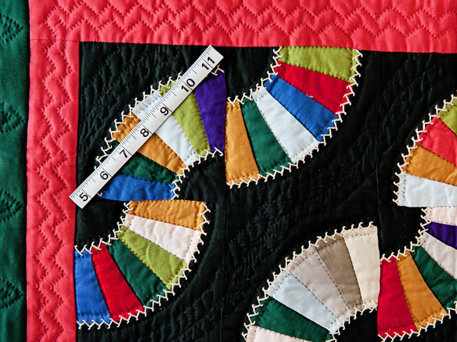 Indiana Amish Old Fashioned Fans Quilt Photo 3