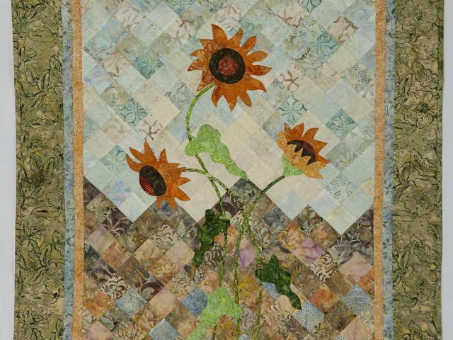 Sunflower Mountain - New Design Patchwork, Hand Applique, Hand Quilt Photo 2