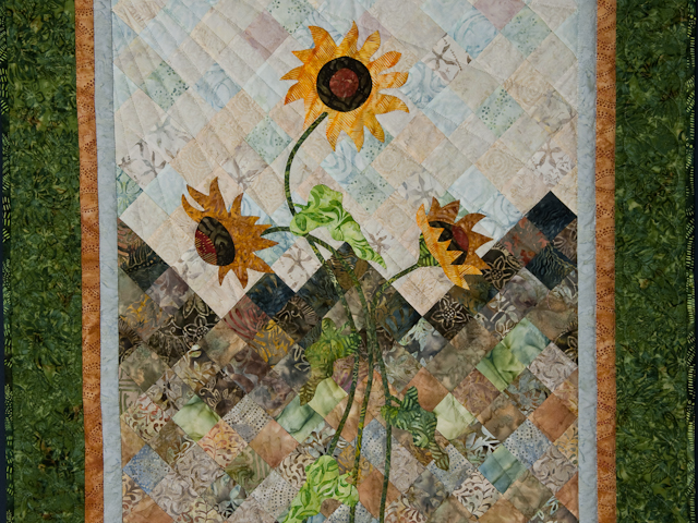 Sunflower Mountain -  Patchwork/Applique and Quilting combination Photo 2