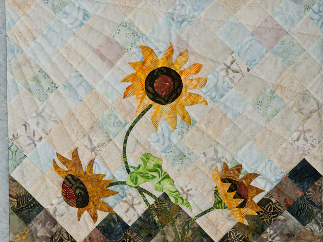 Sunflower Mountain -  Patchwork/Applique and Quilting combination Photo 3