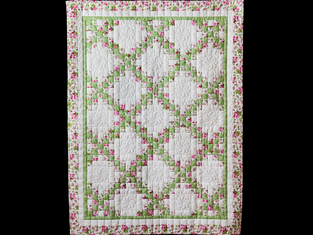 Roses, Green & White Irish Chain Quilt Photo 1