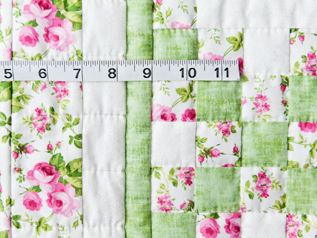Roses, Green & White Irish Chain Quilt Photo 4