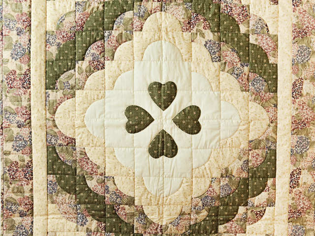 Pretty Floral Ocean Wave & Hearts Quilt Photo 2