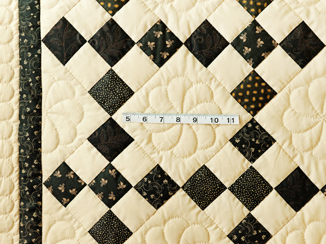 Gorgeous Black & Tan Nine Patch Throw Photo 3