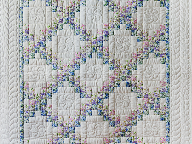 Beautiful Floral & Cream Irish Chain Quilt Photo 2