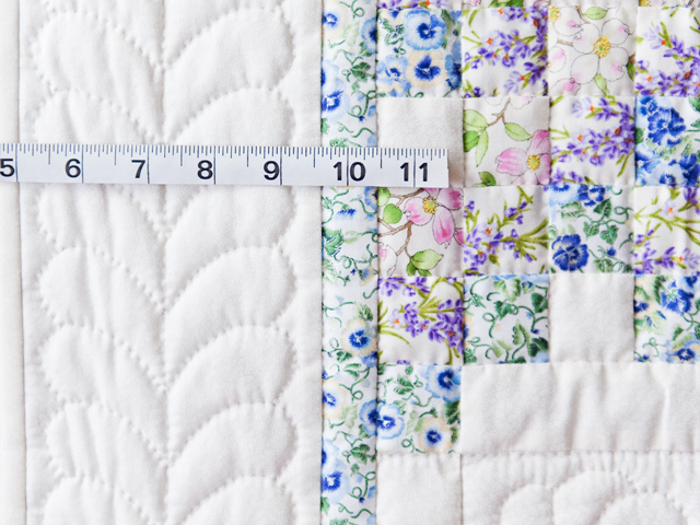 Beautiful Floral & Cream Irish Chain Quilt Photo 4