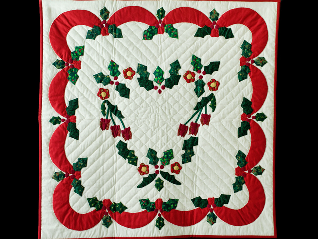 Holly Heart Christmas Wall Hanging Photo 1