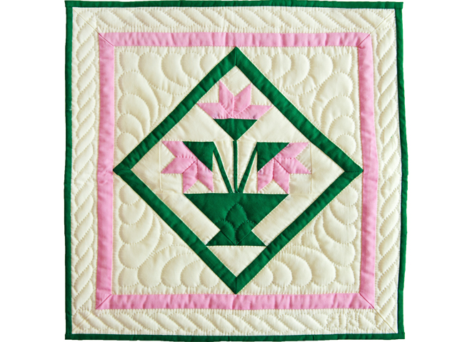 Indiana Amish Pink and Cream Tulips Wall Hanging Photo 1