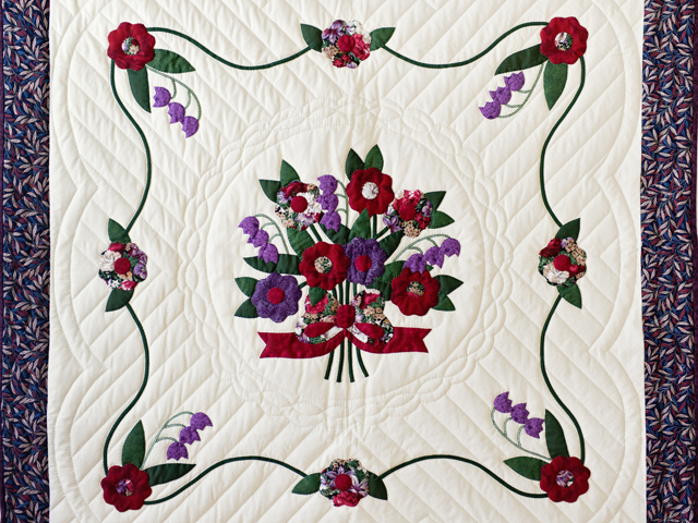 Rose of Sharon Wall Hanging Photo 2