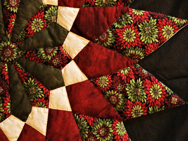 Burgundy Green Table Top Photo 3