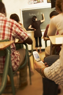 High School Students Use Cell Phones in Class—but not for Schoolwork, Says Study