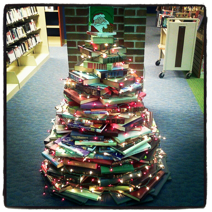 10 Crafty and Bookish Holiday Displays