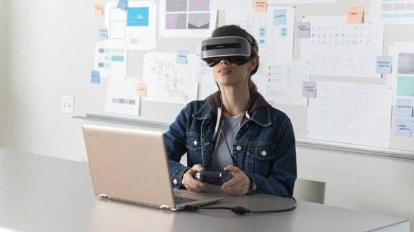 Microsoft Offers Mixed Reality Headsets, PD to School and Public Libraries