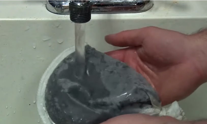 Rinsing BRS ROX 0.8 Carbon in a media bag