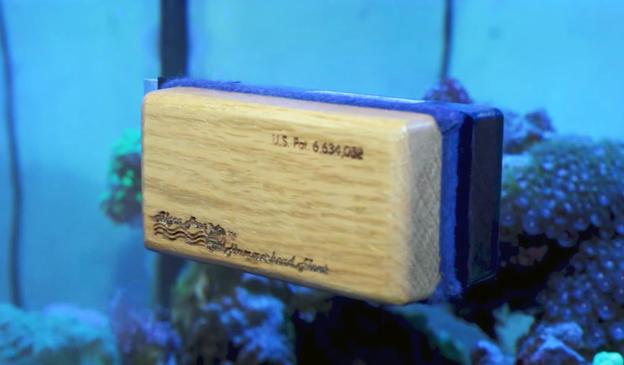 Algae Free Magnetic Glass Cleaner on aquarium glass wall
