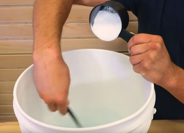 Mixing saltwater in a bucket