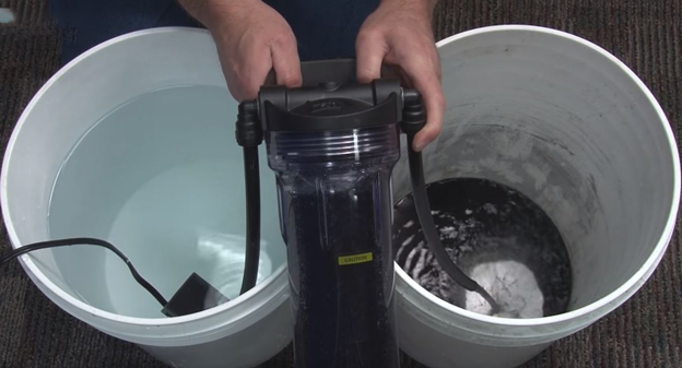 Rinsing carbon using a media reactor