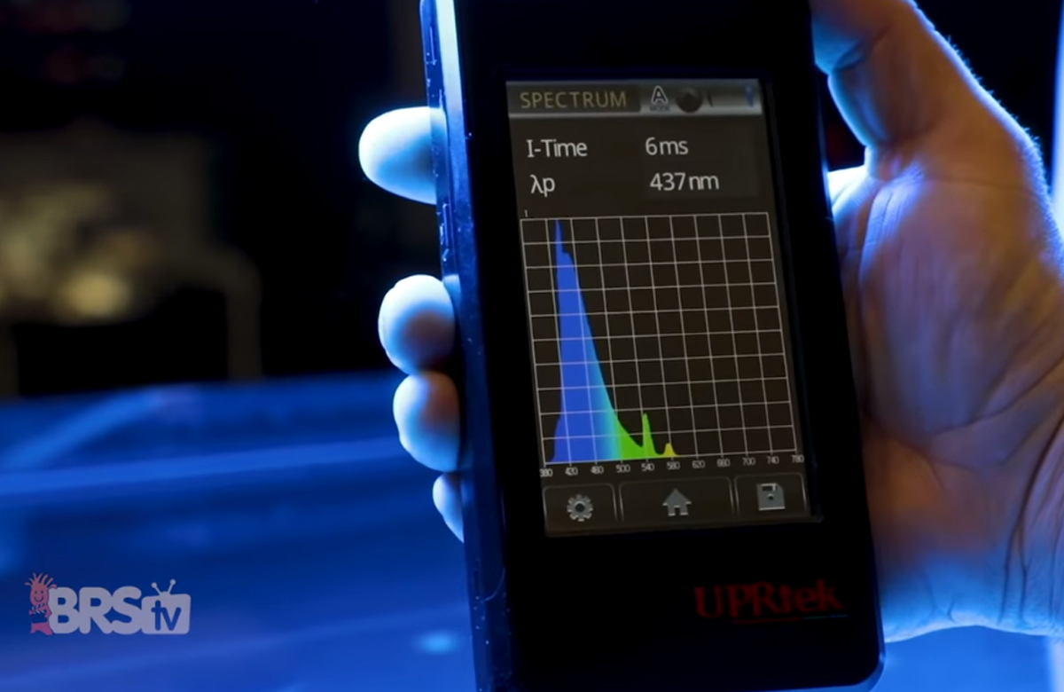 Light spectrum spectrometer