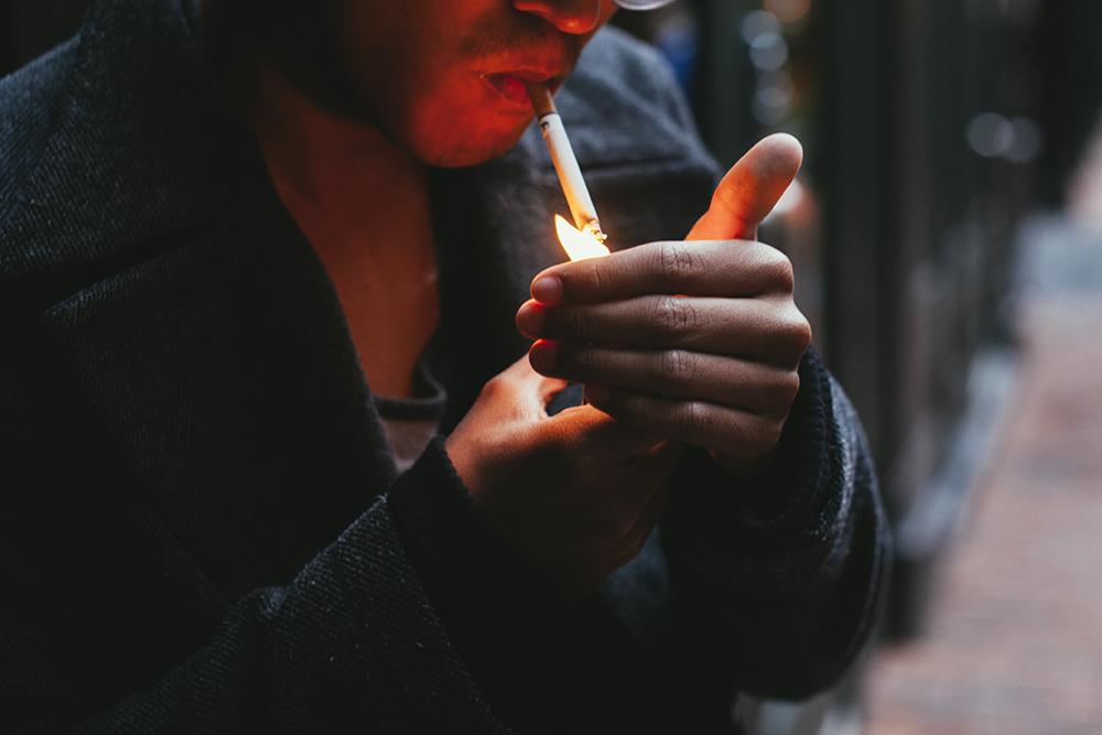 1412700384 1412222057 smoking hartono.jpg.jpg