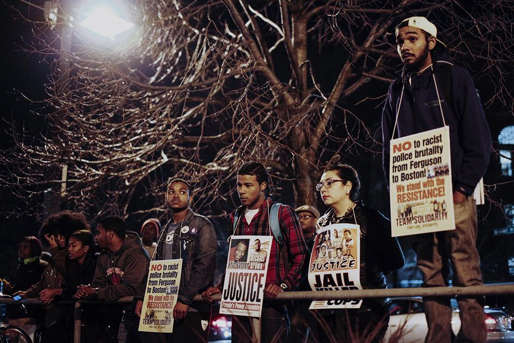 1420042160 protest hartono.jpg