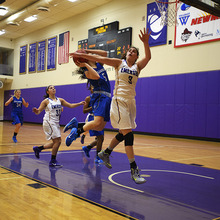 Thumb_220_1417661757-womensbball_adams_12032014_0032.jpg