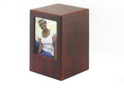 Regal photo urn