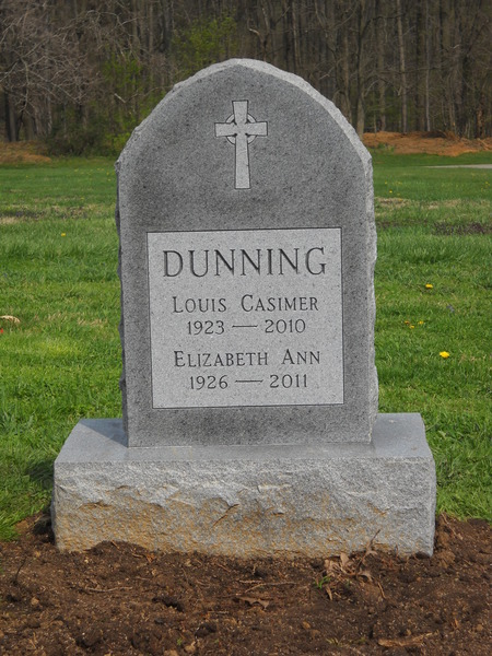 Double marker on a single grave