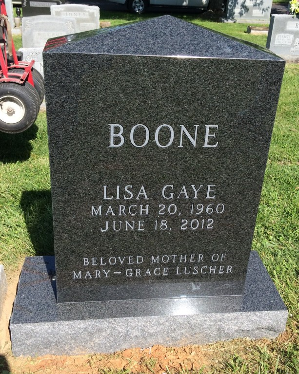 Front of Lisa Boone headstone