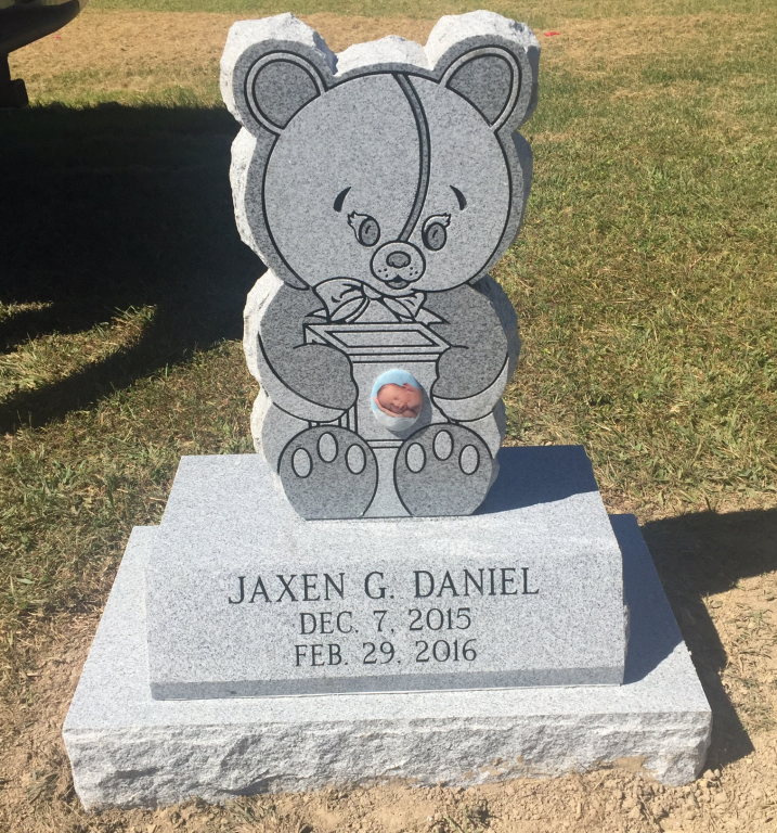 Infant headstone for Jaxen G. Daniel