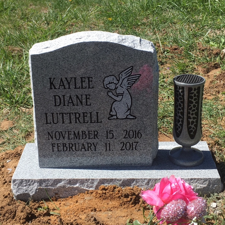 Front of Kaylee Luttrell infant headstone