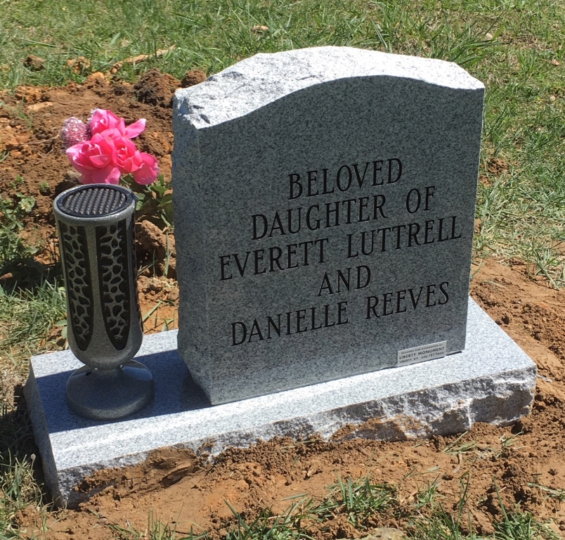 Back of Kaylee Luttrell infant headstone