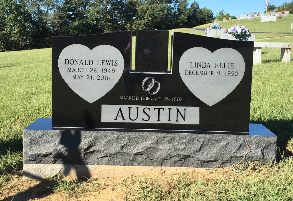 Headstone for DA and Linda Austin