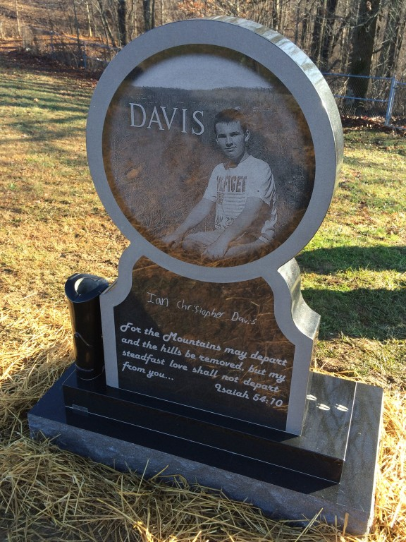 Back of Ian Davis headstone