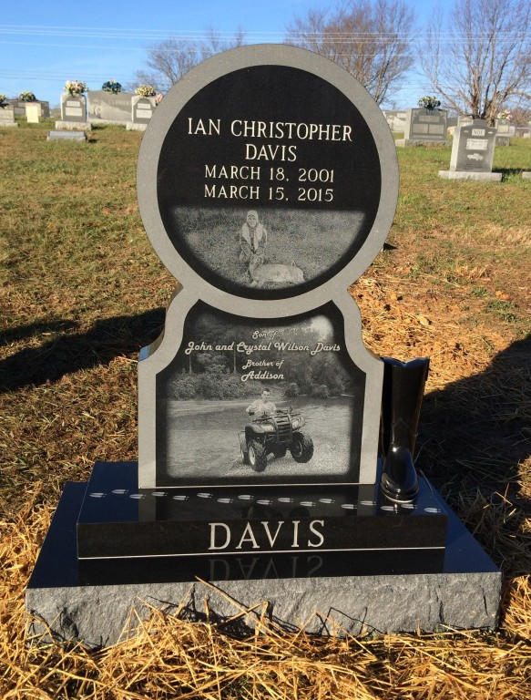 Front of Ian Davis headstone