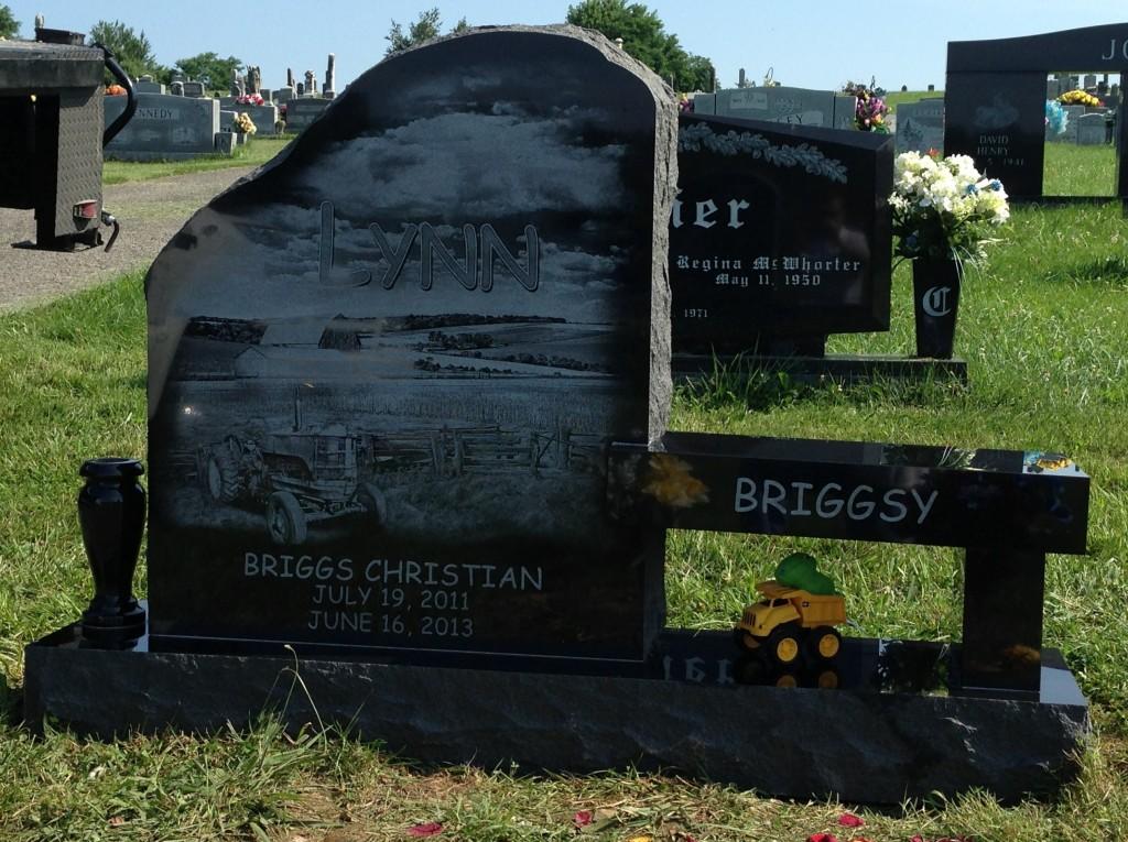 Front of Briggs Lynn headstone