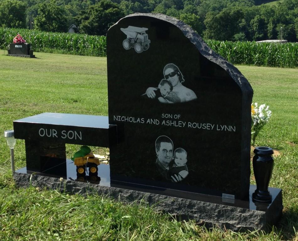 Back of Briggs Lynn headstone