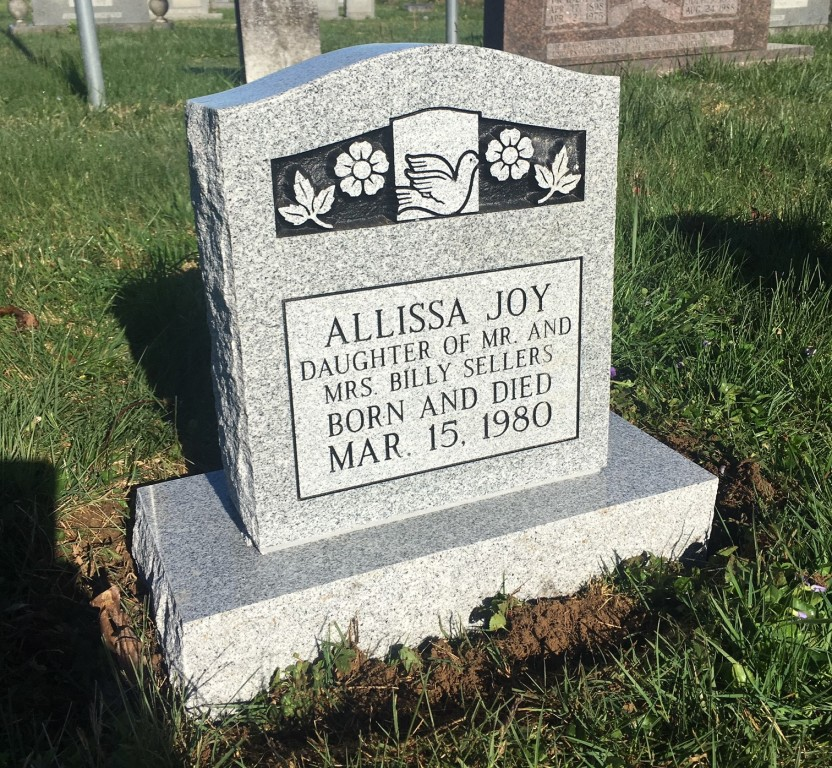 Headstone for Alissa Sellers