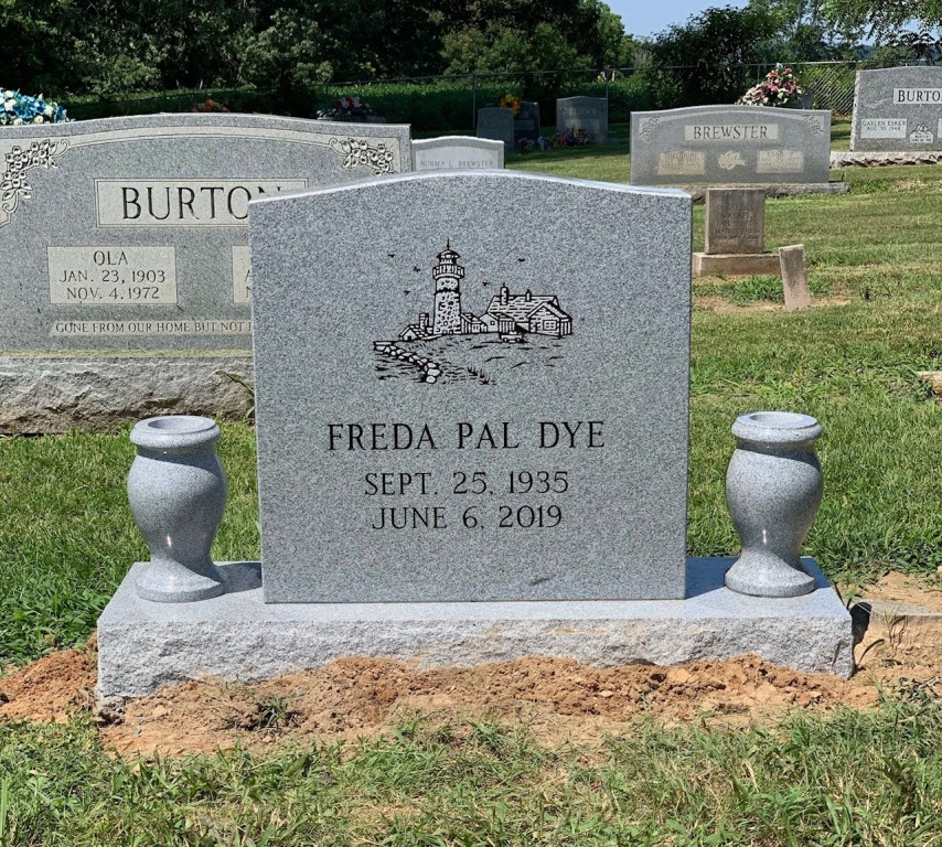 Headstone for Freda Pal Dye