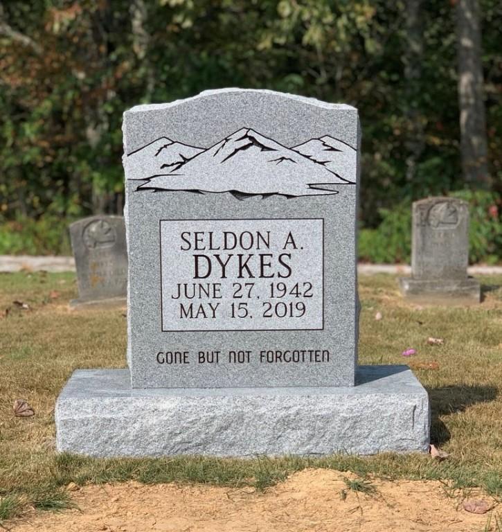 Headstone for Seldon Dykes