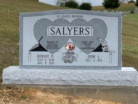 Headstone for Ronnie and Jody Salyers