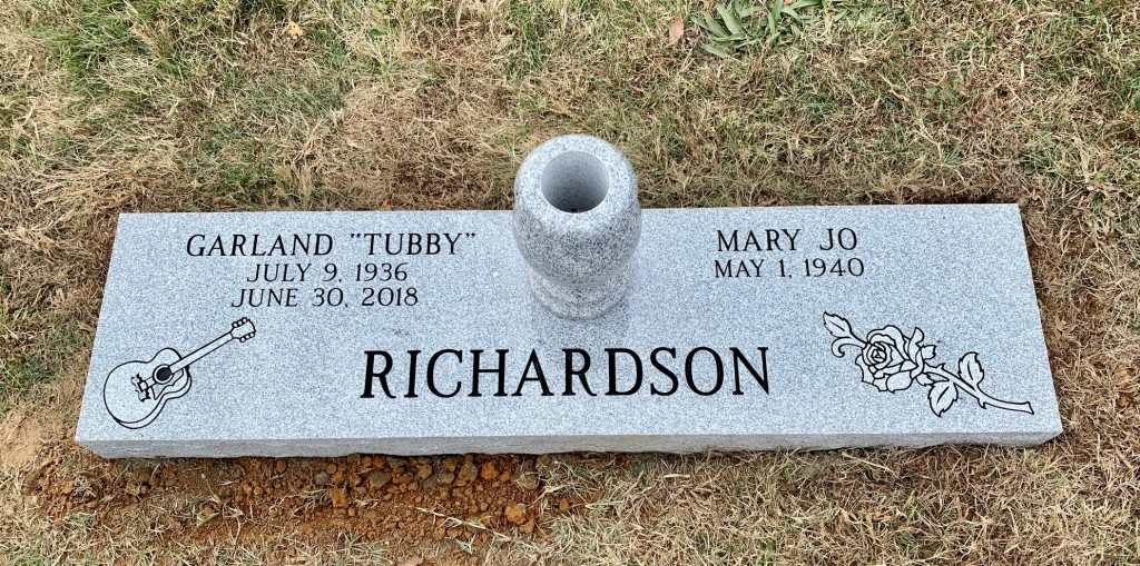 Double flat marker for Tubby and Mary Jo Rochardson