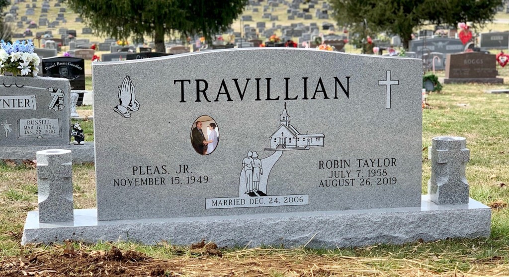 Headstone for Pleas and Robin Travillian