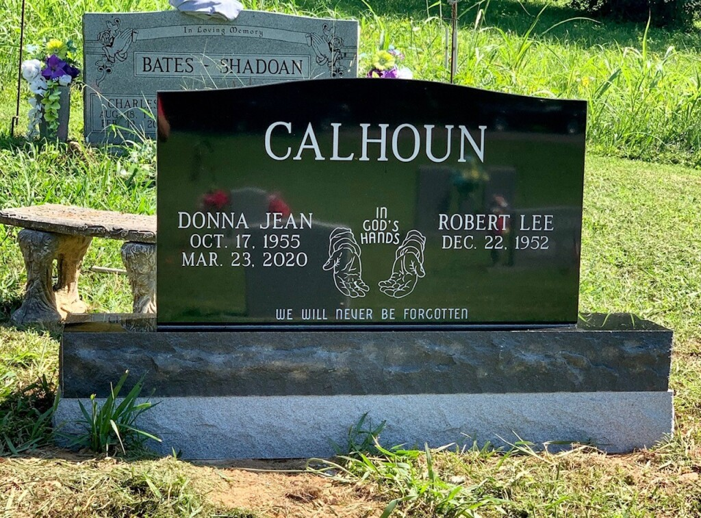Headstone for Robert and Donna Calhoun