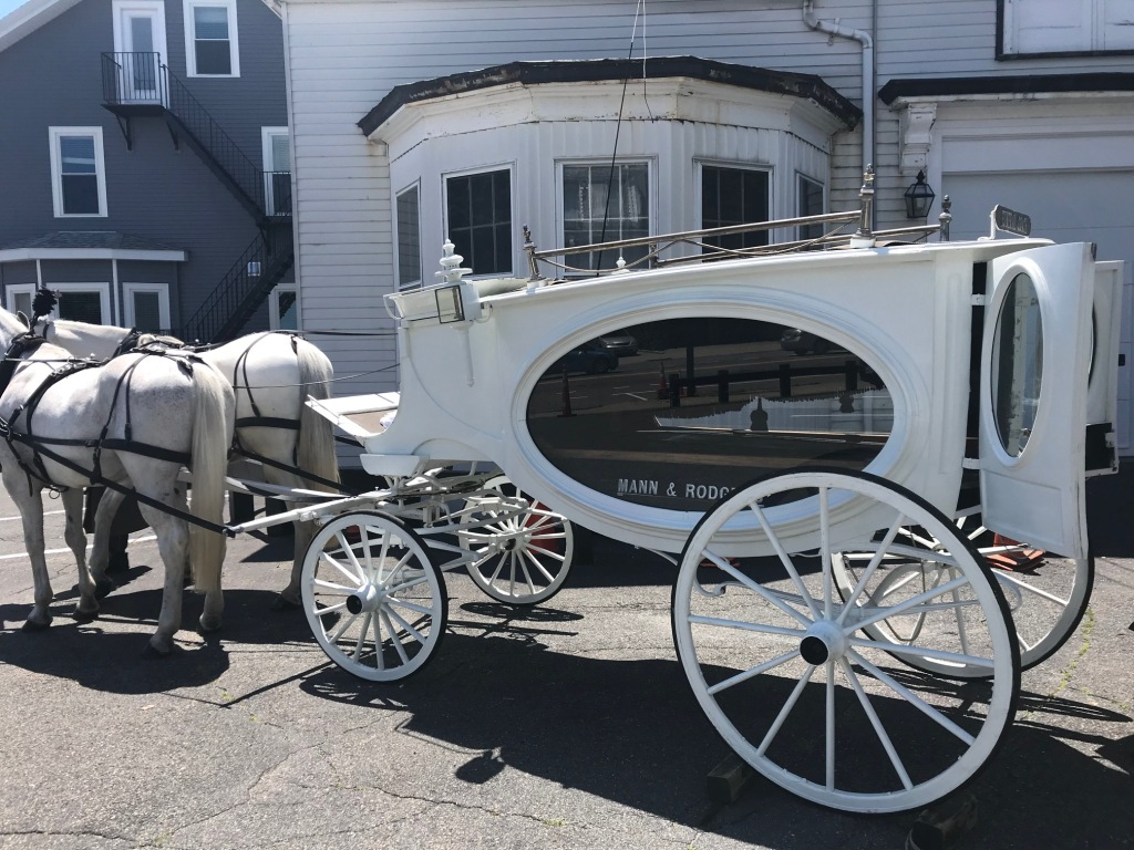 HORSE & CARRIAGE CARRYING CASKET