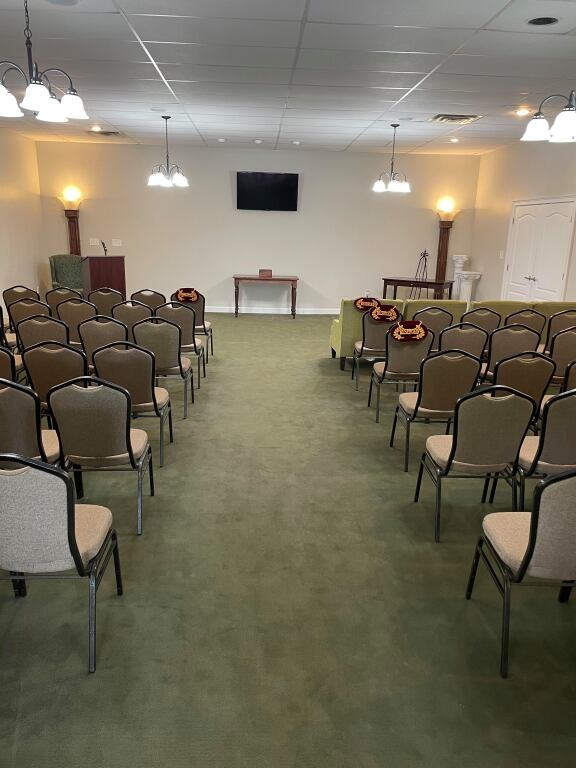 Chapel Seating for 125 Guests