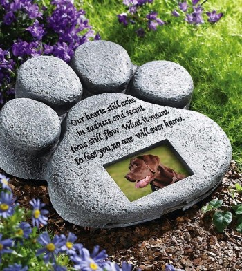 Pet Monument