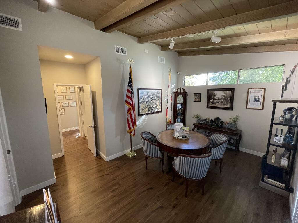 Cozy Arrangement Room